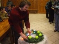 1.Advente - svecīti aizdedzina skolotāja Ausma Piroga